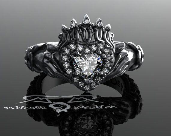 Anello Claddagh con lavoro nodo celtico tessere in platino massiccio con taglio ideale incolore e cuore di diamanti. Anello di promessa di fidanzamento vittoriano