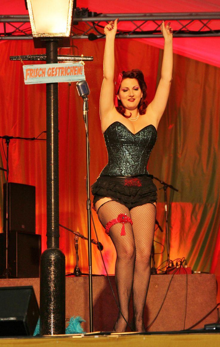 Kitten Von Mew Burlesque Show in Vollers Corset