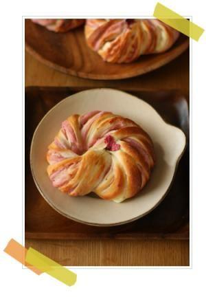 vivianに学ぶ季節のパンとお菓子「桜あんとクリームチーズのセミハードパン」 | お菓子・パンのレシピや作り方【corecle*コレクル】