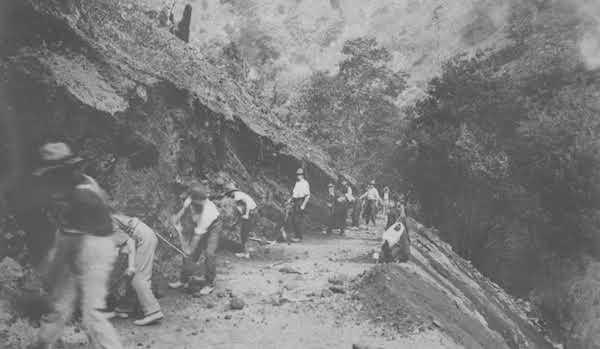 Constructing Merrimans Creek Road, Victoria. VicRoads Centenary 1913-2013.