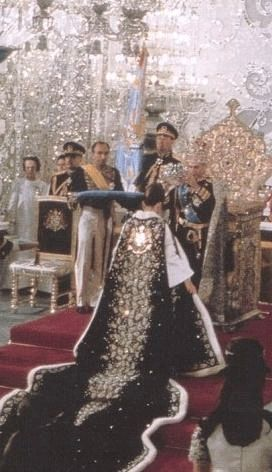 Moment when Shabahnou Farah Diva was crown as empress and regent by the Shah Farah Pahlavi coronation cape and dress designed by Dior. The embroidery forming the royal crest and persian paisleys where made of diamonds, emeralds and rubies.