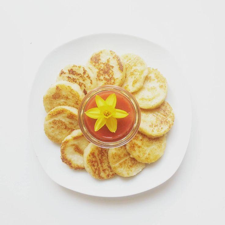 Babytaugliche Grießmonde mit Banane und Kokos.