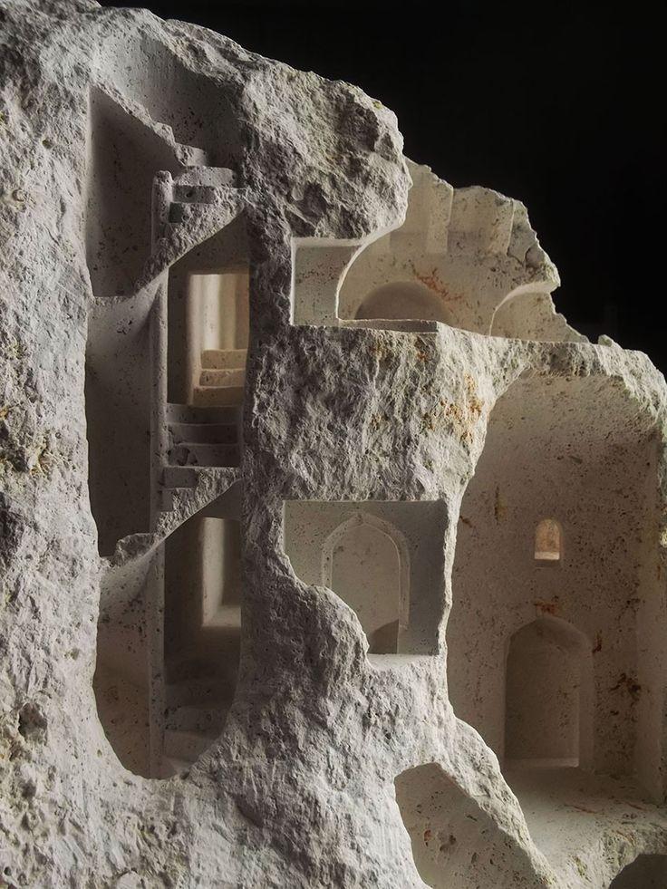 Structures architecturales miniatures sculptées dans des Pierres brutes par Matthew Simmonds (7)