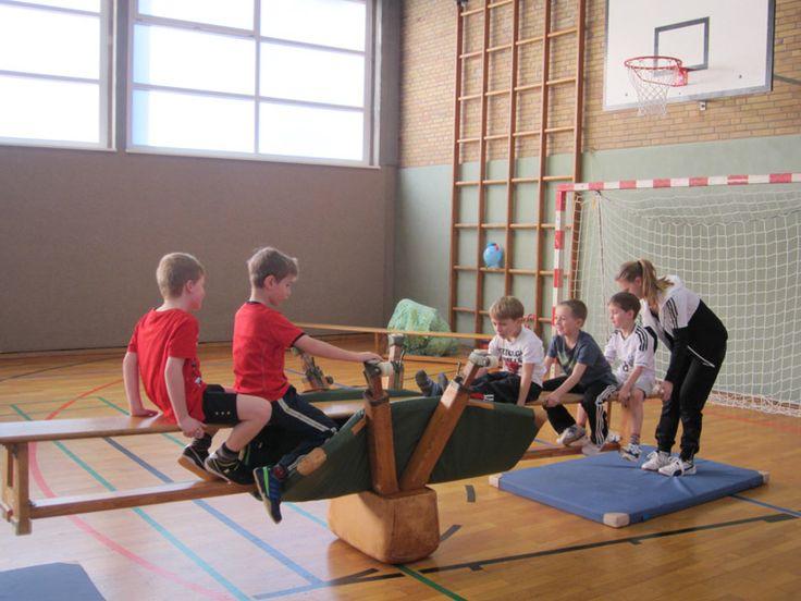 Kinder tunnel turnen t kinderturnen bewegung und turnen - Turnen kinderzimmer ...