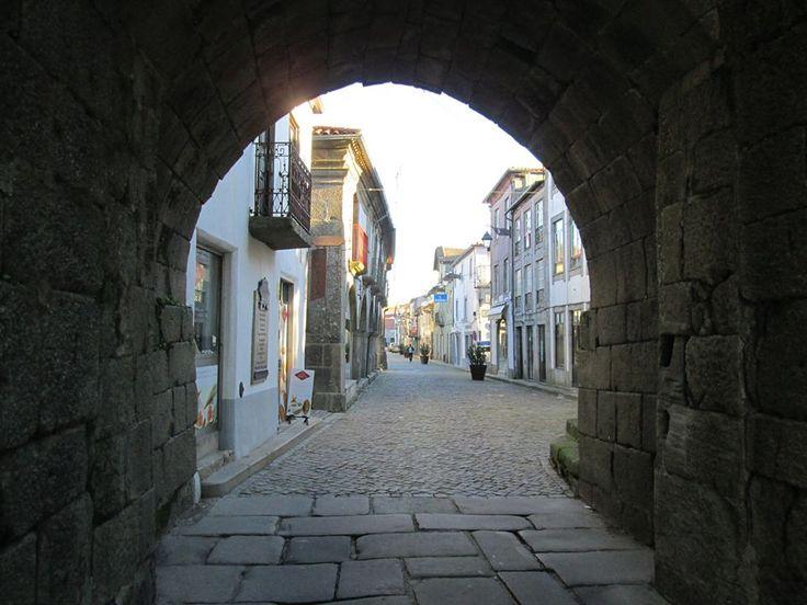 Pelas ruas de Trancoso, Portugal