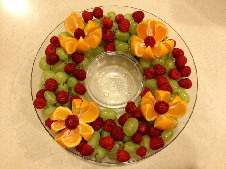 Christmas fruit platter - love the fresh fruit idea - making this for Christmas for sure!!