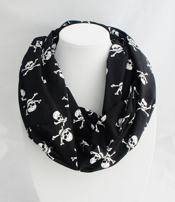 Black infinity scarf with skulls pattern sugar skull skull. Écharpe  CrâneCrâne De ... 3e8a89017cb