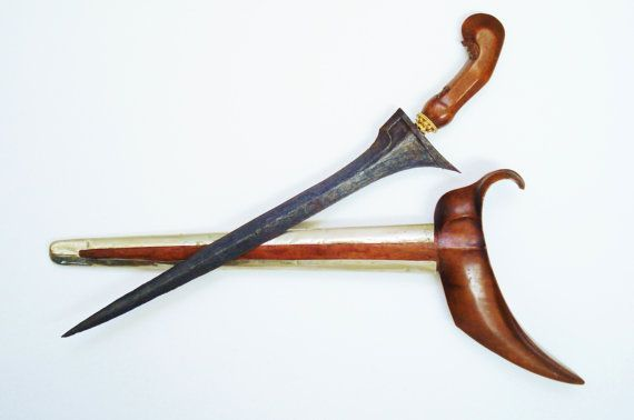 Antique Ladrang Keris Kris Surakarta or East Java Indonesia Pamor Blade Dagger Spiritual Psychic Protection Ceremonial