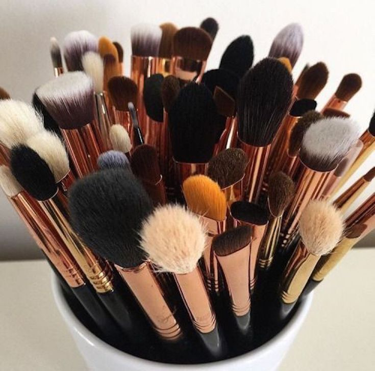 Está se aventurando no mundo da maquiagem e não sabe como começar a investir em utensílios para make? Vem comigo que eu dou as dicas, bebê!