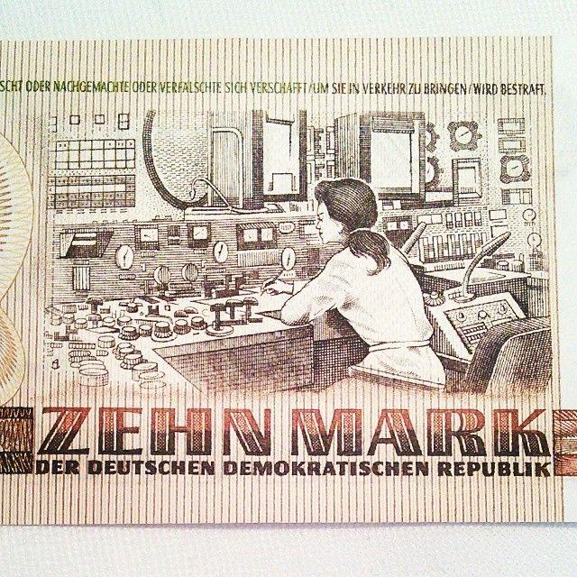 Detailaufnahme des 10 Mark Scheins der #DDR.---- 10 marks bill of the #GDR  (detail) - #ddrmuseum