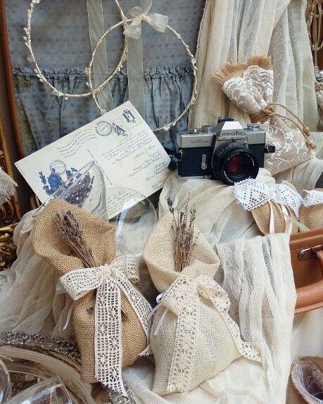 Χειροποιητος στολισμός  με δαντέλα και λινατσα ! Ιδανική Επιλογή για έναν ρομαντικό γάμο! Σε εμάς  θα βρείτε  λύσεις  και δημιουργίες  με βάση  αυτο  που ψάχνετε  για τον στολισμό  την μπομπονιερα τα στέφανα  και τκς λαμπάδες κλπ  www.valentina-christina.gr