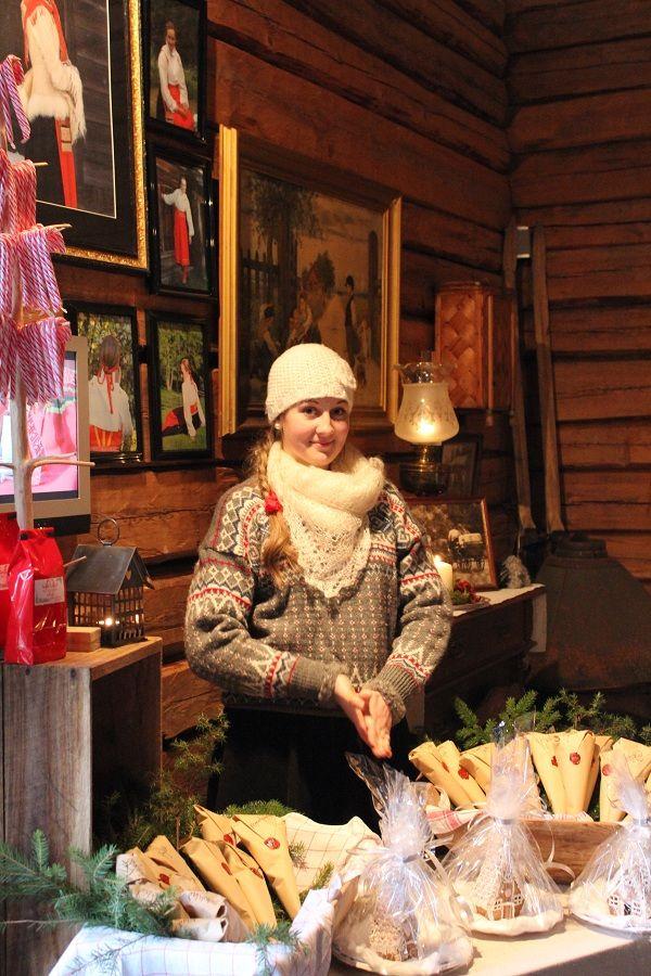 Är det gammaldags julmarknad så bör även kläderna hålla samma stil.....och det gör de...på de allra flesta av oss!