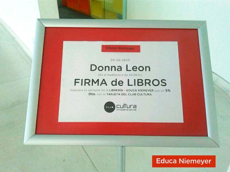 Donna León y el comisario Brunetti, en la librería del Centro Niemeyer