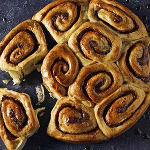 Идеальный завтрак: быстрые булочки-«улитки» с корицей