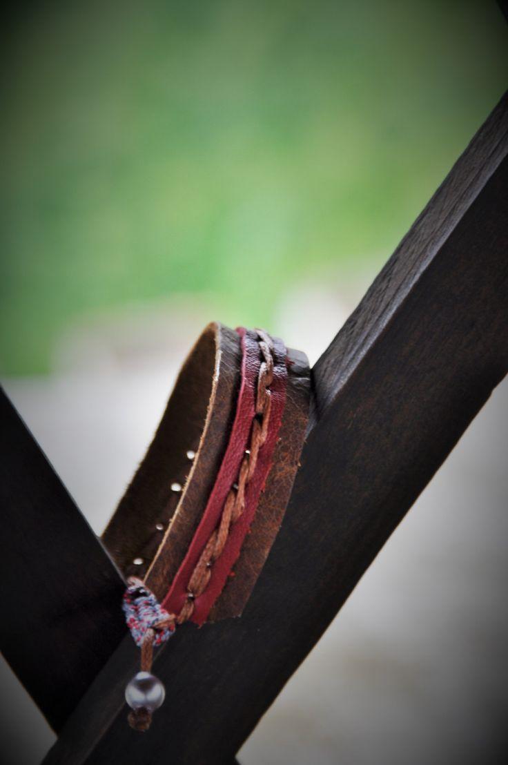 035 bracciale unisex pelle marrone e rosso, nodo macramè con cordino da roccia di AlePiller su Etsy