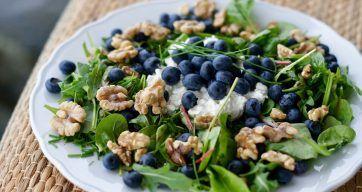 Salat med blåbær, spinat og valnøtter – Berit Nordstrand