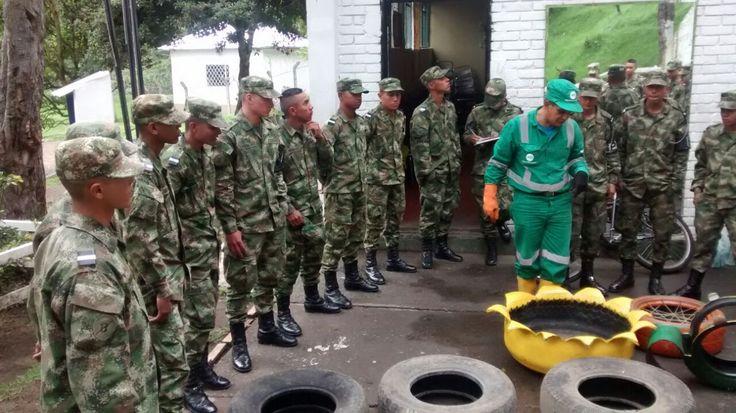 Capacitación en manejo de residuos a PM 15 en Cantón Norte, ellos nos apoyan brindando seguridad en los recorridos en los humedales Córdoba y Juan Amarillo y nosotros les enseñamos aspectos para el buen manejo de los residuos