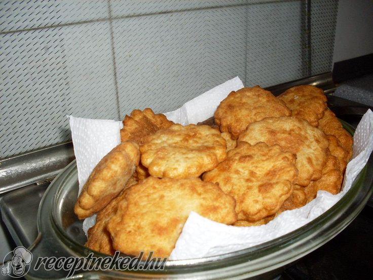 Kipróbált Panka (zsírban sült krumplis pogácsa) recept egyenesen a Receptneked.hu gyűjteményéből. Küldte: Ádám Sándor Árpád