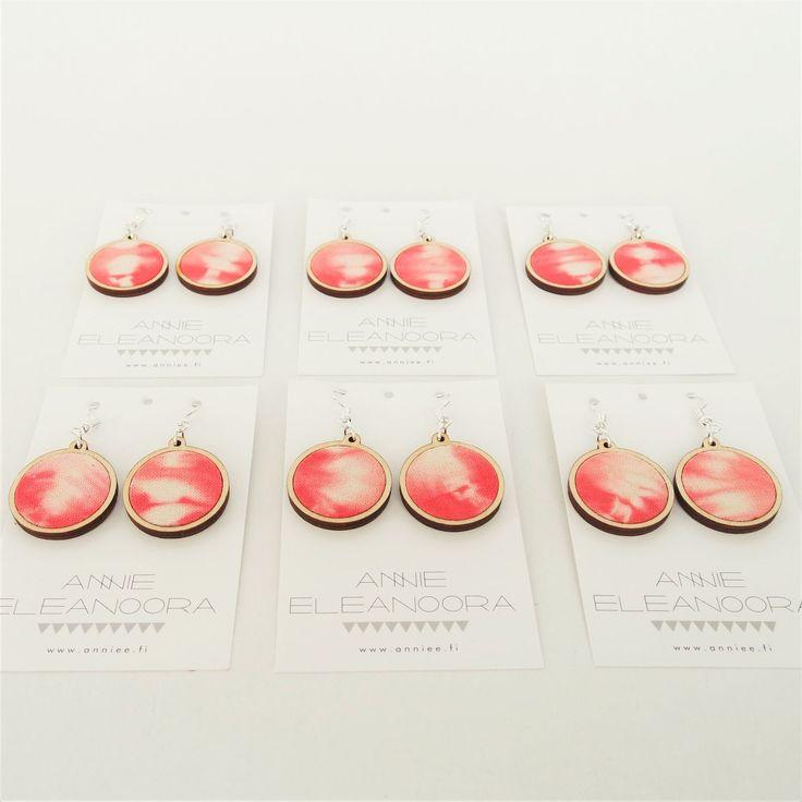 Aurora -earrings #aurora #dawn #aamurusko #earrings #korvakorut #dyeing #anniee #annieeeleanoora #birchplywood #shibori