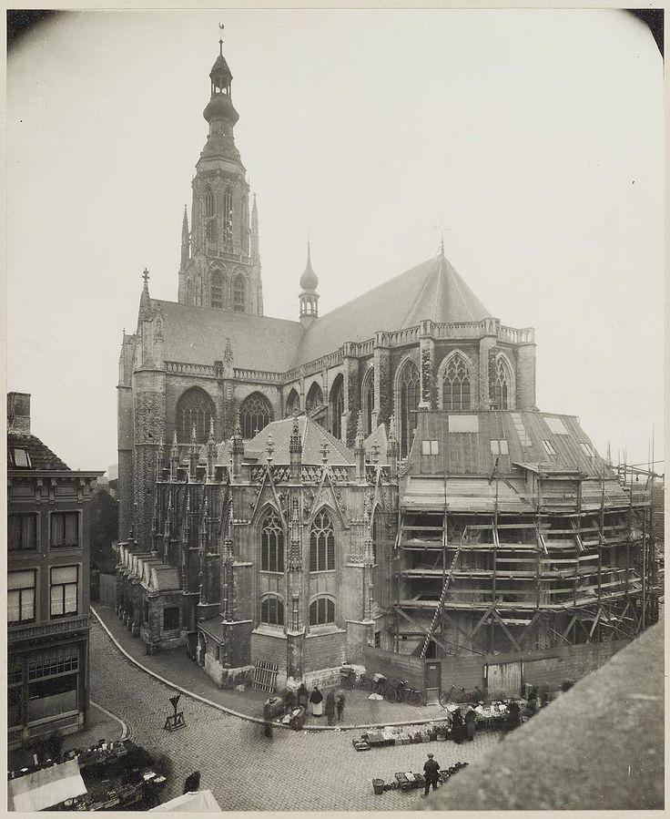 Breda Grote Kerk met nog de prinsenkapel, 1926.