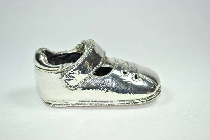 Sandalia metalizado plata. Irulea Moda infantl y lencería femenina  #irulea #donostia #sansebastian #bayfashion #modainfantil #lenceria #princesscharlotte #newroyalbaby #ropaniños #princesacarlota #zapatos #shoes