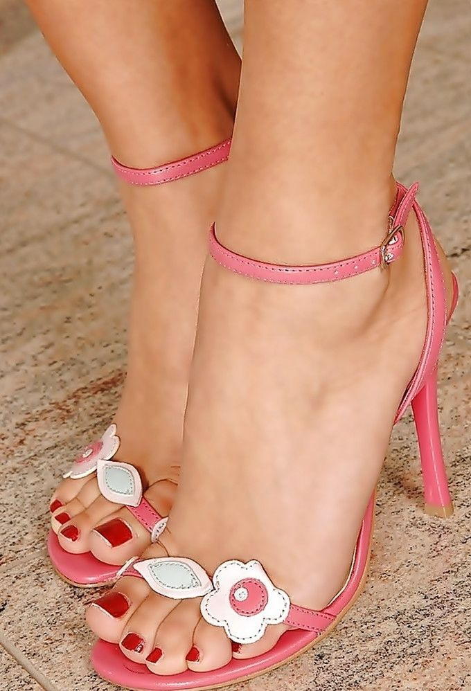 sexy shoes for women with big feet jpg 1500x1000