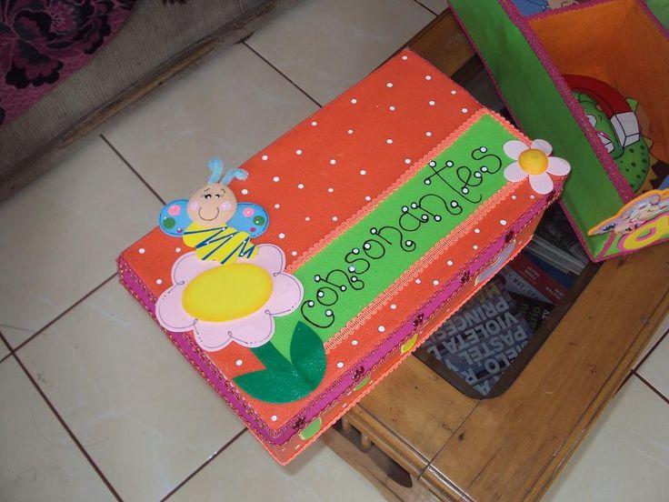 56 best cajas forradas con goma eva con fofuchos images on pinterest - Cajas infantiles decoradas ...