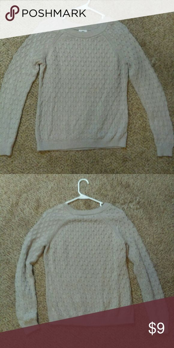 Women's cream sweater Cozy women's cream sweater from Old Navy. Size M. Old Navy Sweaters