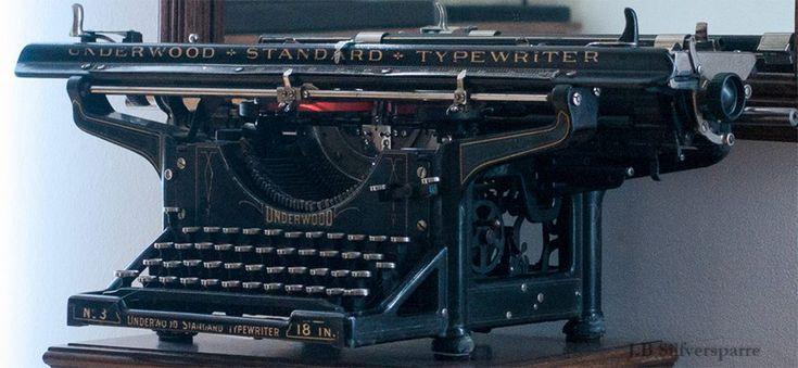 """Min renoverade skrivmaskin, en Underwood no. 3 från 1919 på 18"""" (typewriter)"""