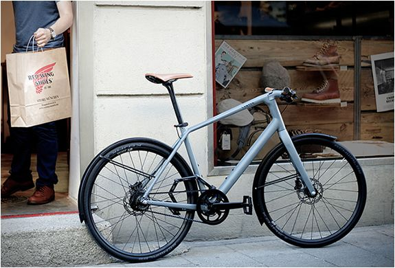 Renown bicycle manufacturer Canyon have presented the Urban range, a series of bikes aimed at the urban commuter. Two versions are available, the Canyon Urban ($1.830) - features a minimalist design and lightweight components, and an array of te