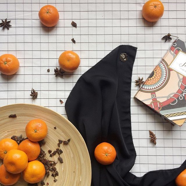 Orange and black seem like a great pair, ain't it? Well, this flatlay just gives me a great idea of what to match my Luxé Satin Silk im Black with! A casual orange top, maybe. The New colours of Luxe Satin Silk will be released this week, Cheers! - 🍩🍩 #hijab #scarves #donutscarves #donutscarvesmalaysia #theluxesatinsilk