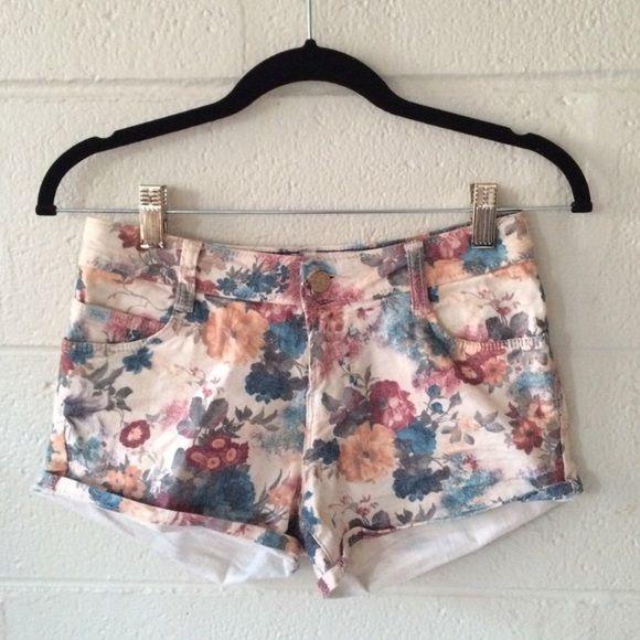 Floral Zara shorts v cute floral Zara shorts. makes the booty look good lol. no stains or flaws Zara Shorts Jean Shorts