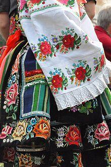 http://www.forvo.com/user/gorniak/  Strój łowicki - Niematerialne dziedzictwo kulturowe