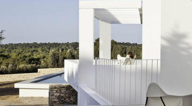 Volumi e intersezioni a Formentera. Ampliamento di una casa colonica | RistrutturareOnWeb