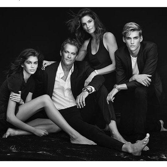 Wczoraj wieczorem w Paryżu byliśmy na wystawie #hertime #omega  gdzie premierowo pokazano nową kampanię marki z całą rodziną #crawford #gerber  zdjęcia wykonał @therealpeterlindbergh @kaiagerber @randegerber @cindycrawford i @presleygerber  uwielbiamy to zdjęcie @omega #fashion #campaign #cindycrawford #kaiagerber #presleygerber #paris #parisfashionweek #harpersbazaar #omegafamily  via HARPER'S BAZAAR POLAND MAGAZINE OFFICIAL INSTAGRAM - Fashion Campaigns  Haute Couture  Advertising…
