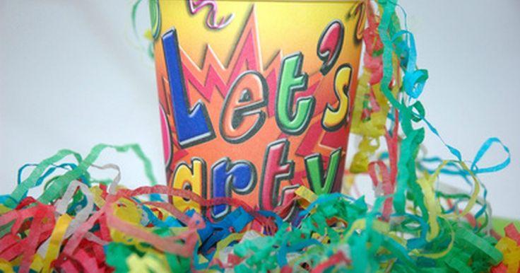 Cómo llenar invitaciones de cumpleaños. Las invitaciones sirven para hacerles saber a tus invitados todo lo que es importante sobre la fiesta de cumpleaños que estás planificando. Completar las invitaciones de cumpleaños no es difícil una vez que tienes pensados todos los detalles de la fiesta. Es importante llenar ordenada y completamente cada invitación para asegurarte de que tus ...