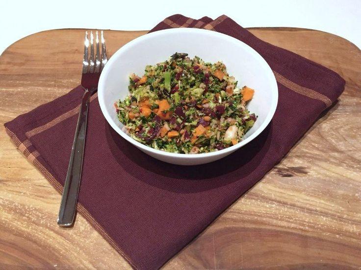 Es soll wieder gesünder gegessen werden und ich habe daher einen winterlichen Rohkostsalat mit roter Bete gemacht. Der Salat schnell gemacht und auf dem Tisch. Gesund abnehmen mit dem Thermomix.