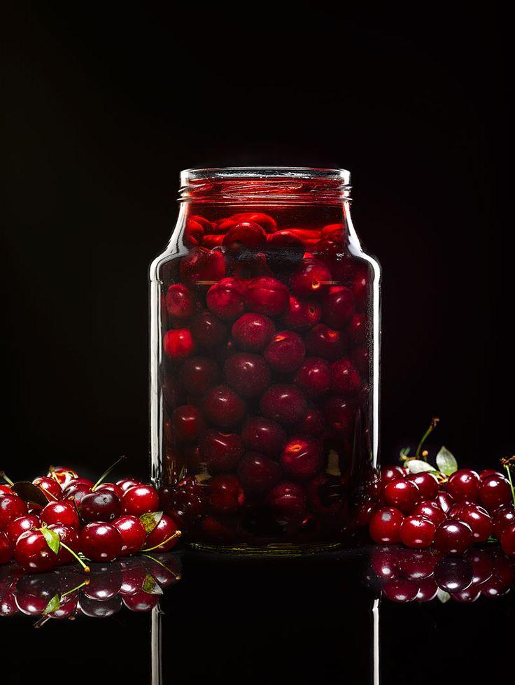 Китайцы помидоры режут, посыпают сахаром и едят, насмехаясь над нашим делением овощей, фруктов и ягод на подходящие к сладкому и подходящие к мясному. На самом деле, ну кто определил, с чем положено пить чай, а чем закусывать сто грамм? Вот вы пробовали соленый огурец обмакнуть в мед и тем…