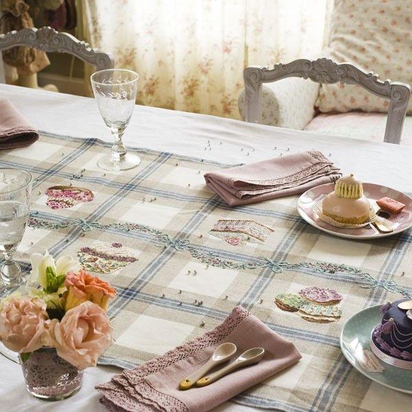 Chemin de table « Pâtissier » les brodeuses parisiennes