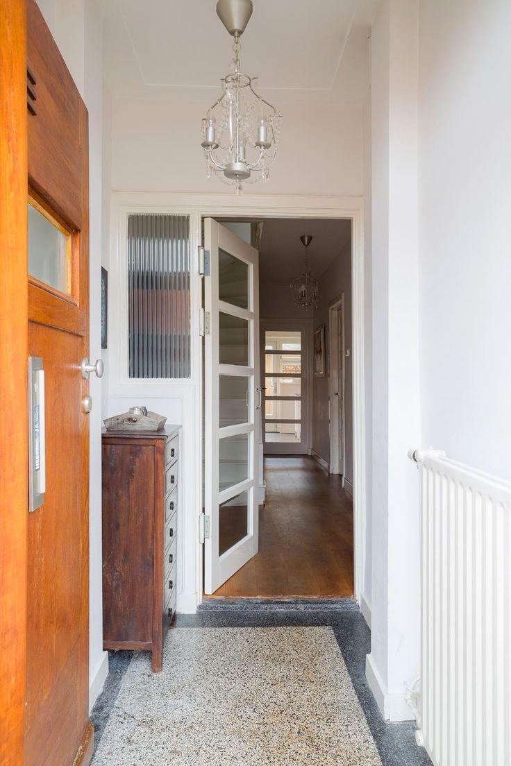 Meer dan 1000 afbeeldingen over jaren 30 hal op pinterest toiletten ramen en tuin - Huis entree van hal ...