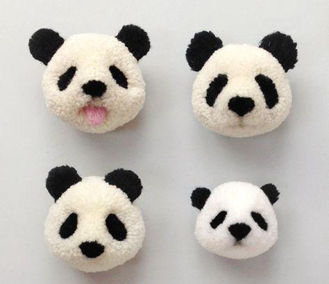 Panda pompom of pom pom gemaakt door Pom Maker. Stap voor stap wordt uitgelegd, ook aan de hand van een filmpje, hoe je een panda pompom maakt.