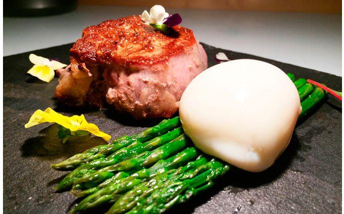 Ecco a voi la ricetta del filetto di manzo con asparagi e uovo 75, piatto dello Chef Roberto Zito!