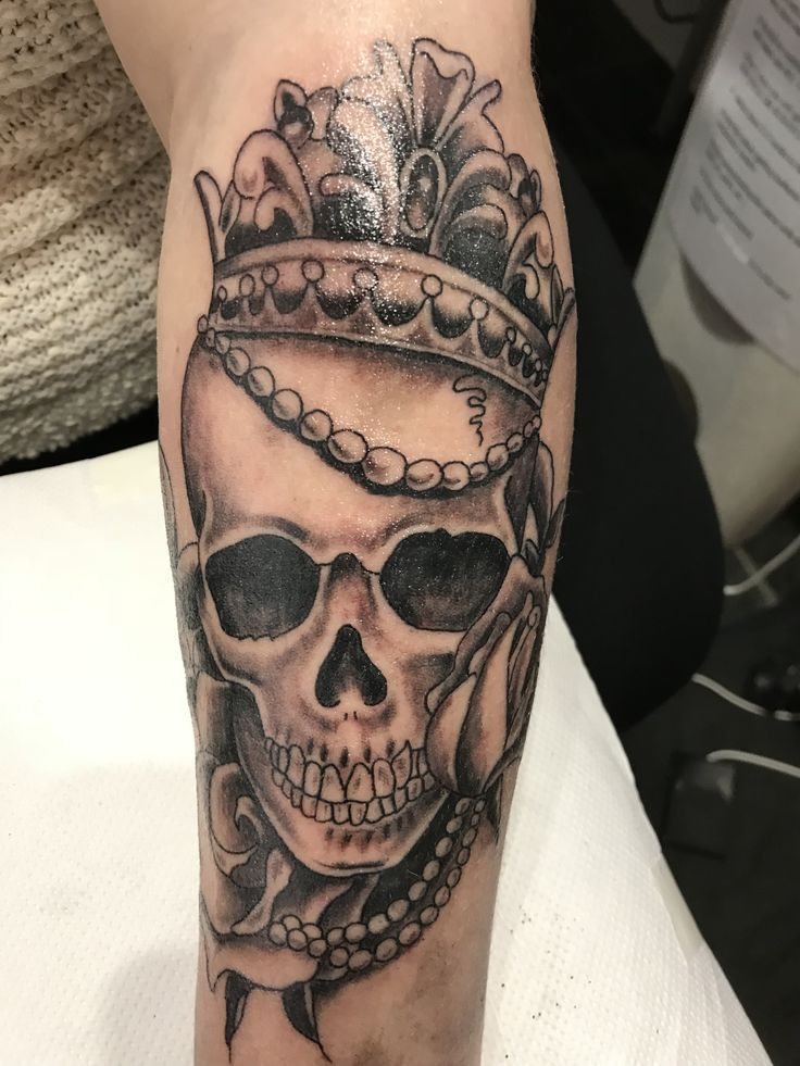 Skull and crown tattoo