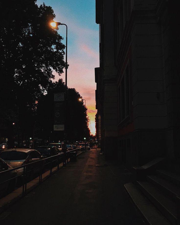 Milano quanto mi stai facendo tribolare in questo periodooo  Non vedo l'ora di raccontarvi un po' di cose anche a voi amici di instagram!  #teniamoduro #staytuned #staypositive #chiaralosh #Milano #italy #sky #colors #sun #sunset #summer #city #milan #photo #photography #photooftheday #igers #igersmilano #igersitalia #home #life #mylife #lifestyle