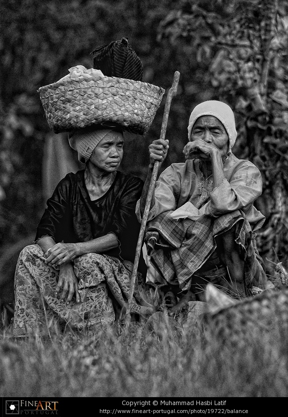 Balance, by Muhammad Hasbi Latif: a photograph of two women from the village of Kaluppini, south Sulawesi. #photography, #people