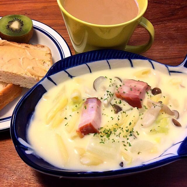 今日のブランチ いつものハウス北海道シチューの素を少なめに牛乳多めでクリームスープ! - 45件のもぐもぐ - しめじと白菜とジャガイモの簡単クリームスープ、ふんわりホイップピーナッツ乗せライ麦パン 2015.1.10 by kirahime