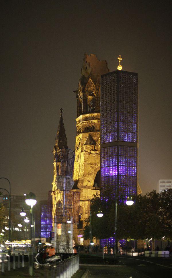 Berlin city tour at night - Ku'damm,  the Memorial Church as the eastern end of the Kurfürstendamm / http://en.wikipedia.org/wiki/Kurf%C3%BCrstendamm