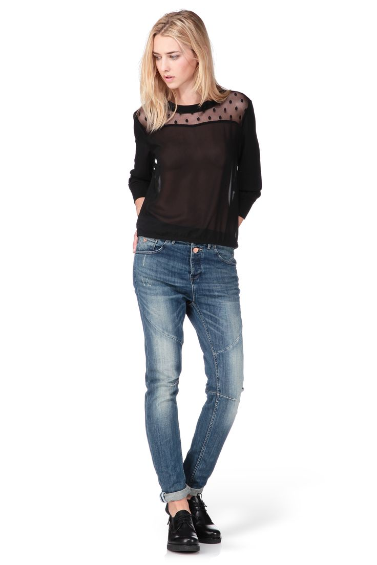 Blouse noire plumetis Dania http://www.monshowroom.com/fr/zoom/best-mountain/blouse-noire-plumetis-dania/207153
