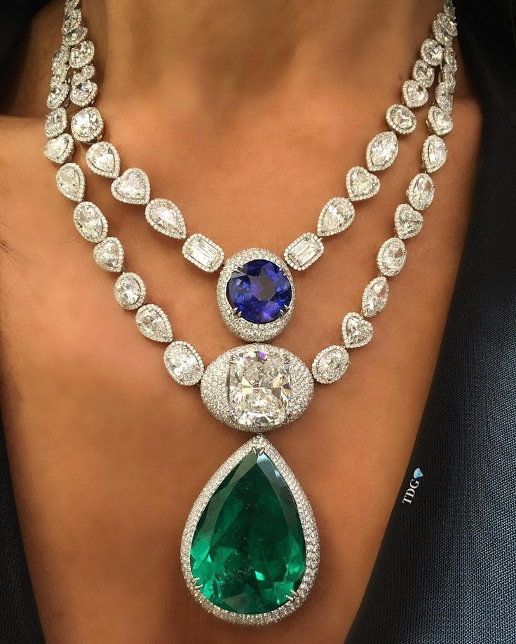TDG-the_diamonds_girl @LORRAINESCHWARTZ The perfect pear shaped emerald, with a sapphire beyond believe..And a few decent sized diamonds thrown in for luck...just WoW!!!
