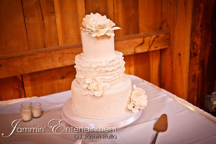 Beautiful Wedding cake at Bell's Banquets in Mount Pleasant, PA -DJ Jason Rullo